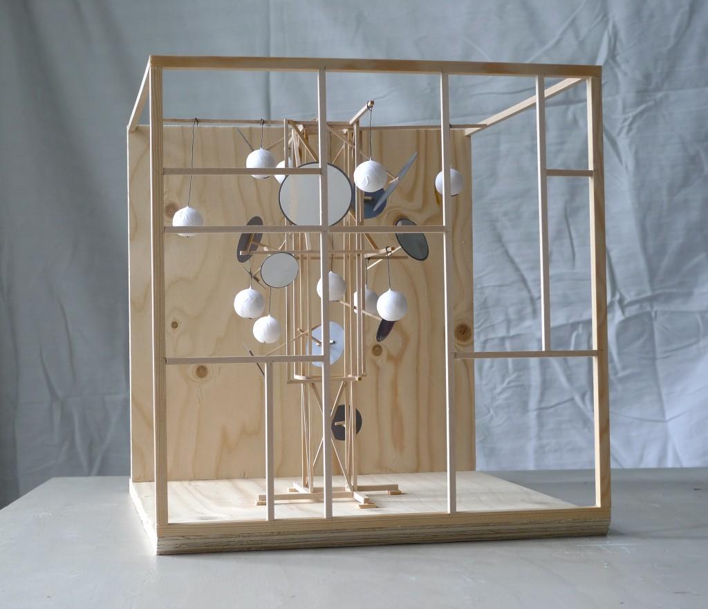 En skitse af den skulpturelle konstruktion placeret inde i kuben